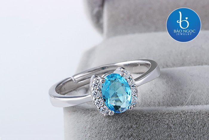 Tìm hiểu về nhẫn bạc nữ mặt đá to