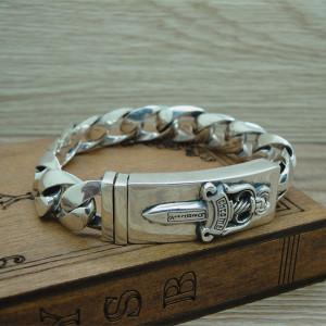 Mẫu lắc tay bạc nam đóng đinh với thiết kế nam tính và mạnh mẽ